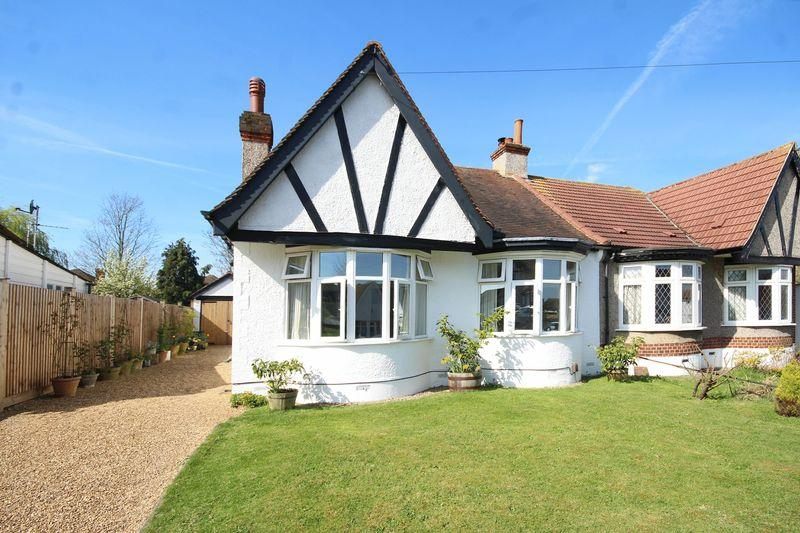 2 Bedrooms Semi Detached Bungalow for sale in Mead Way, Shirley