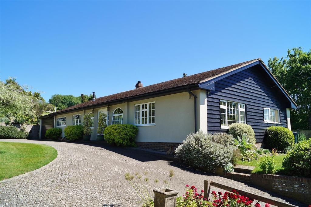 3 Bedrooms Detached Bungalow for sale in Wepham, Arundel