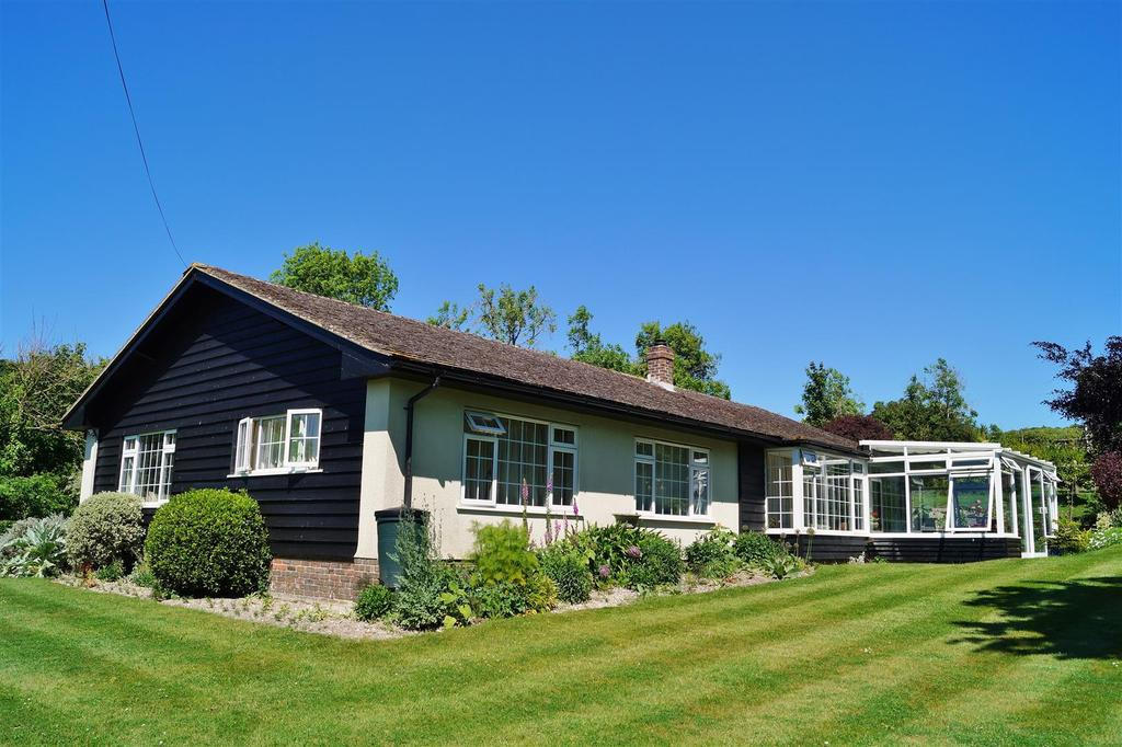 3 Bedrooms Detached Bungalow for sale in Wepham, Arundel