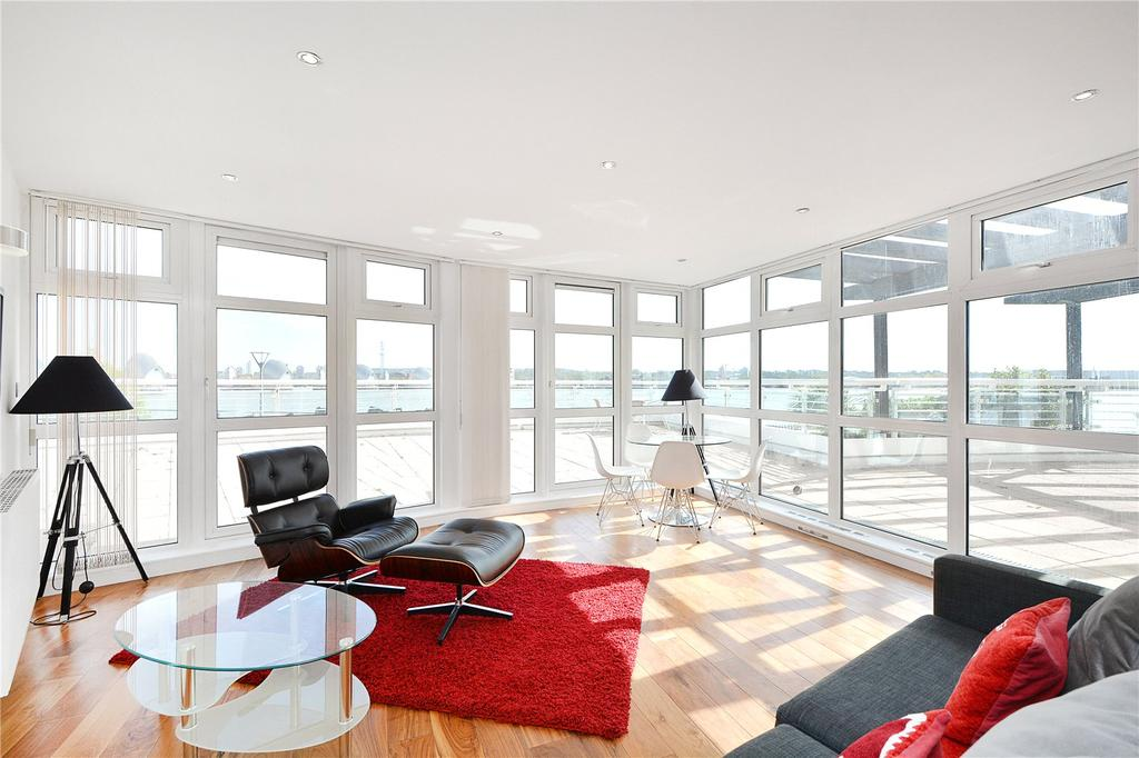 2 Bedrooms Flat for sale in Barrier Point Road, London