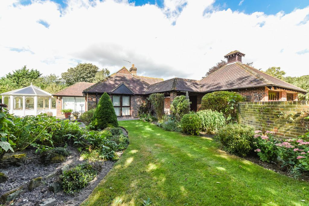 3 Bedrooms Detached Bungalow for sale in Shop Lane, East Lavant