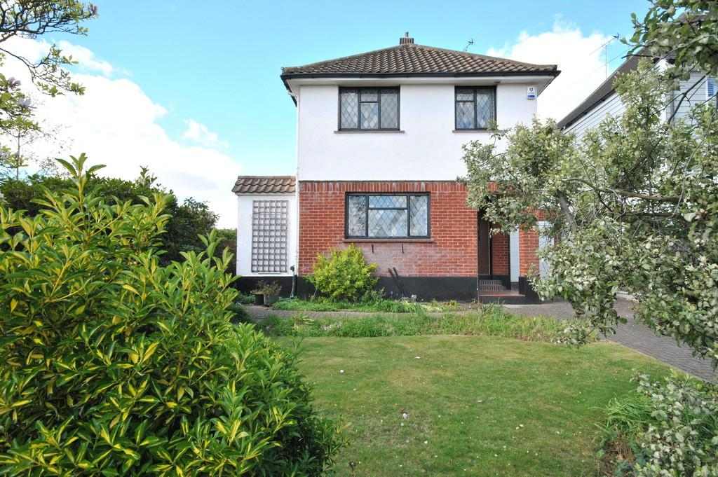 4 Bedrooms Detached House for sale in Ewan Close, Leigh-on-Sea
