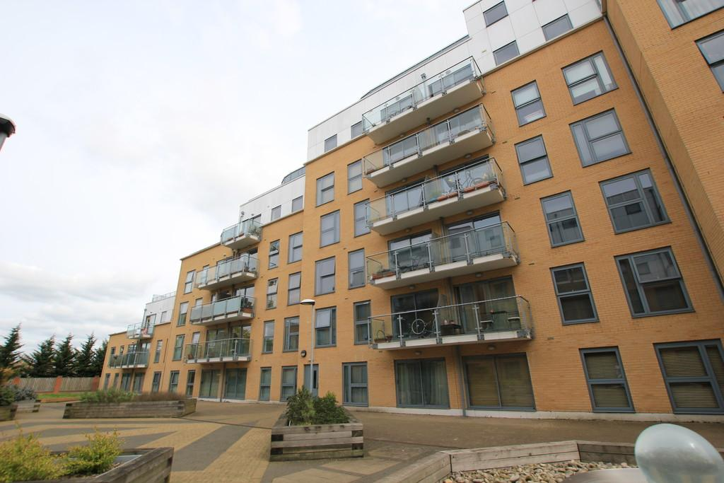 2 Bedrooms Apartment Flat for sale in Woolners Way , Stevenage