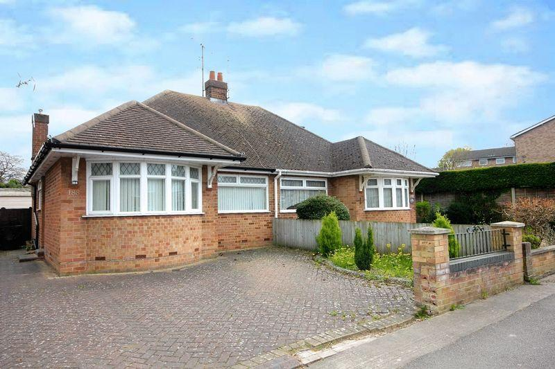 2 Bedrooms Semi Detached Bungalow for rent in Chiltern Road, Dunstable