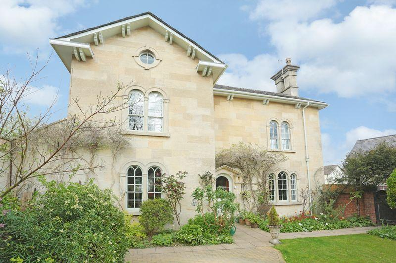 4 Bedrooms Detached House for sale in Quemerford, Calne