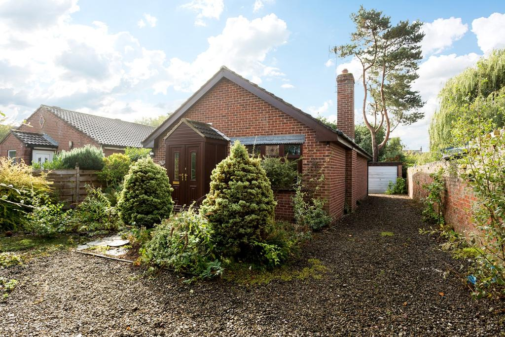 2 Bedrooms Detached Bungalow for sale in North Lane, Haxby, York, YO32