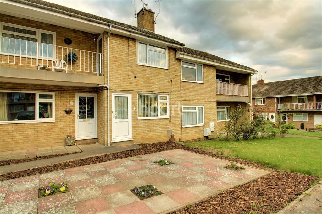 2 Bedrooms Maisonette Flat for sale in Goldthorne Close, Vinters Park, ME14