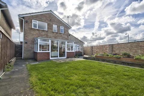 3 bedroom detached house for sale - Ayres Drive, Peterborough