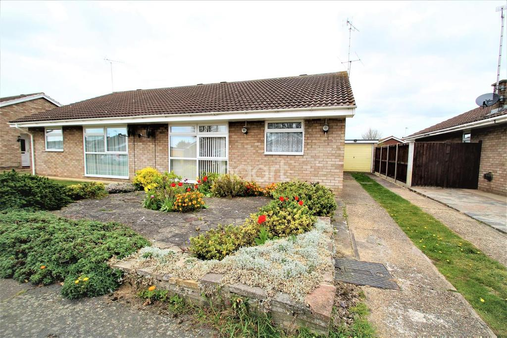 2 Bedrooms Bungalow for sale in Crome Road, Clacton-on-Sea