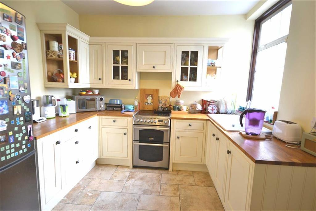 2 Bedrooms Semi Detached Bungalow for sale in Orchard Drive, Theydon Bois, Essex