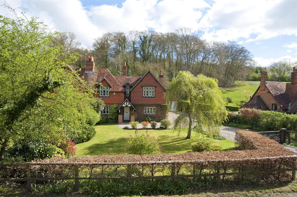 4 Bedrooms Semi Detached House for sale in Buckhold, Pangbourne,