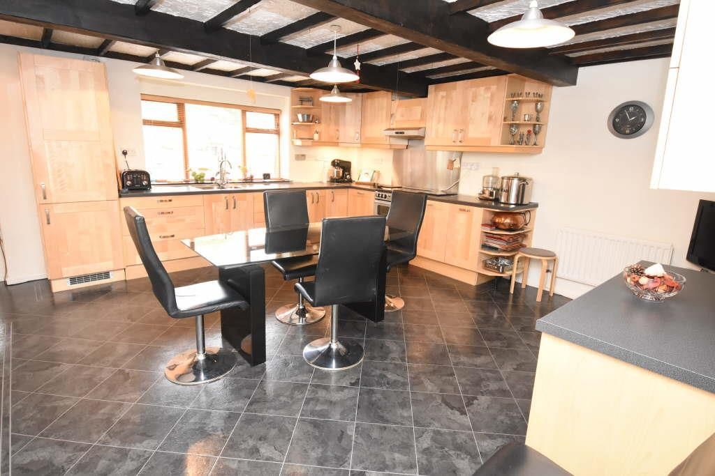 4 Bedrooms Terraced House for sale in Carr House Road, Shelf, Halifax