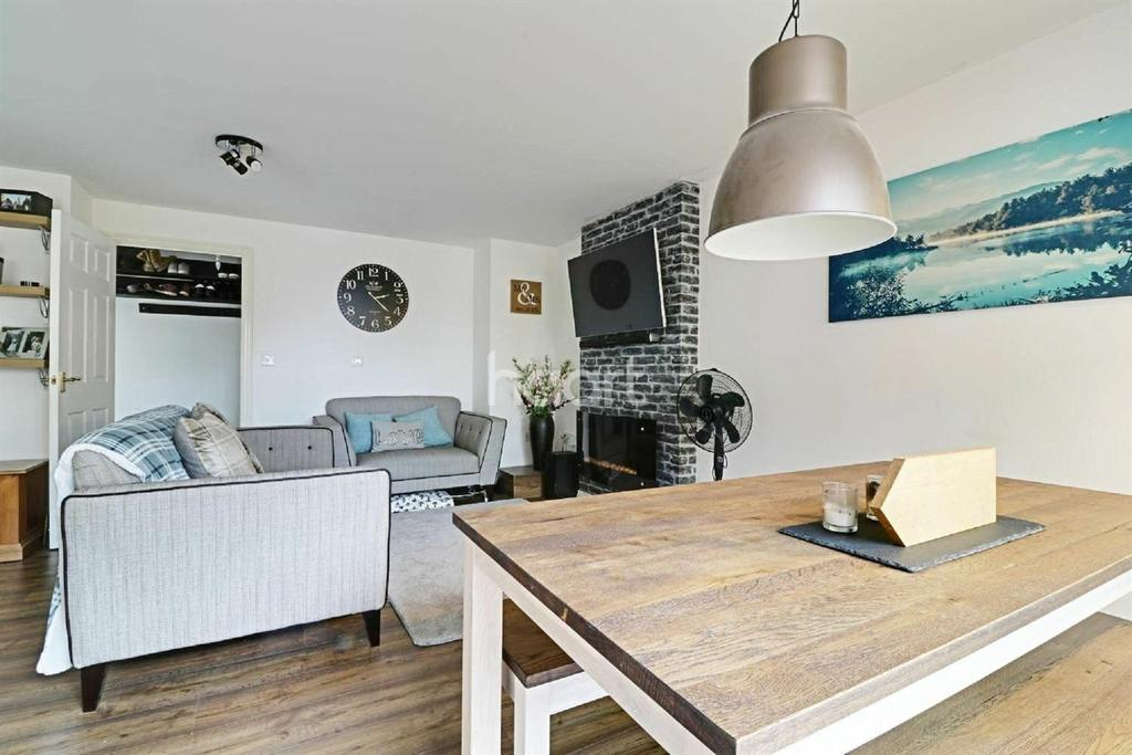 2 Bedrooms Flat for sale in Old Town, Swindon, Wiltshire