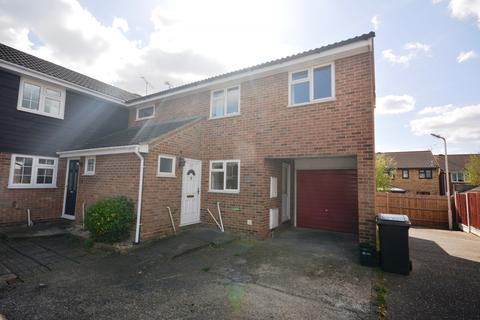 3 bedroom semi-detached house to rent - Saddle Rise, Chelmsford, Essex, CM1