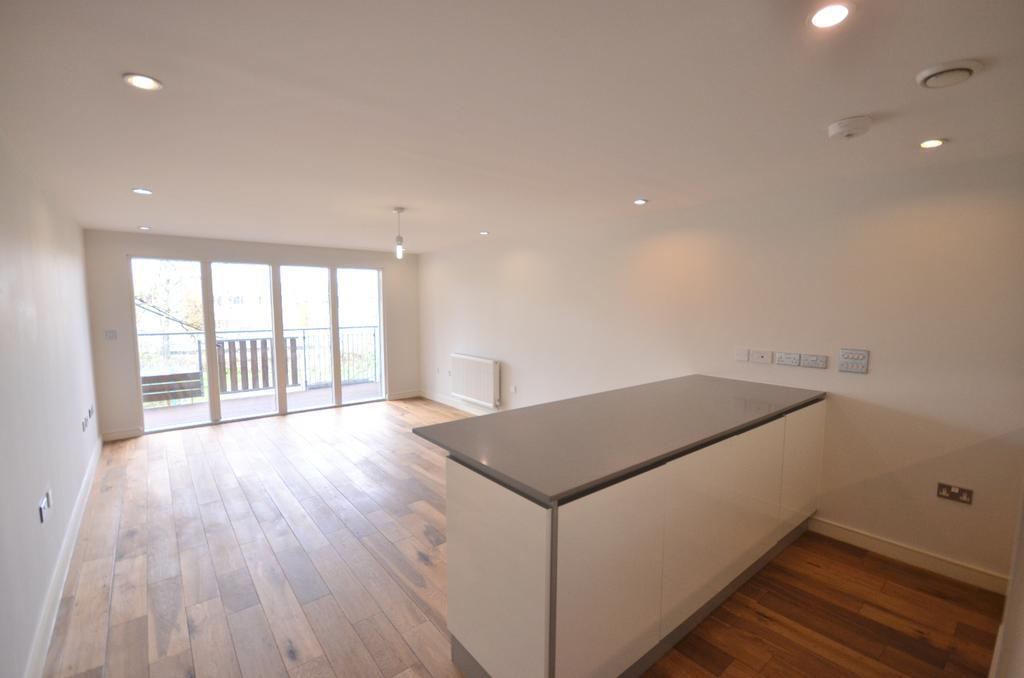 2 Bedrooms Flat for sale in Seren Park Gardens London SE3