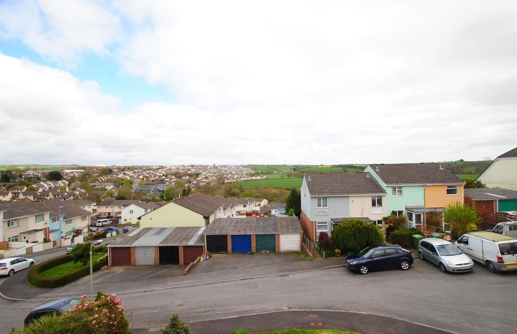 2 Bedrooms Terraced House for sale in Castle Hill Gardens, Torrington