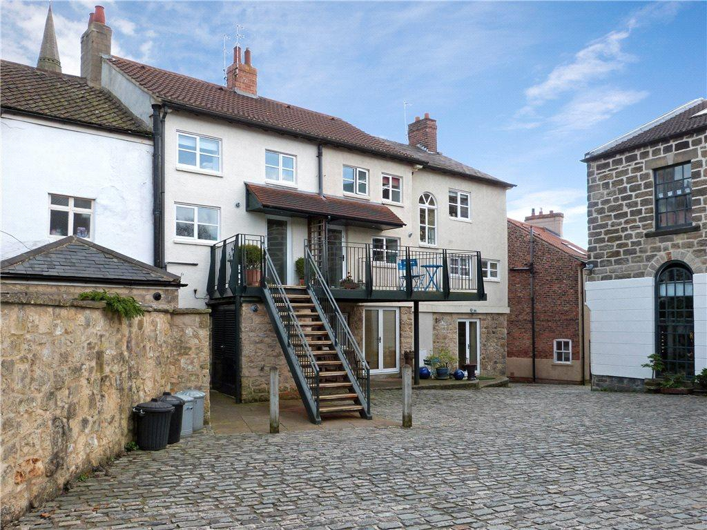 2 Bedrooms Unique Property for sale in Chapel Court, 20 Briggate, Knaresborough, North Yorkshire