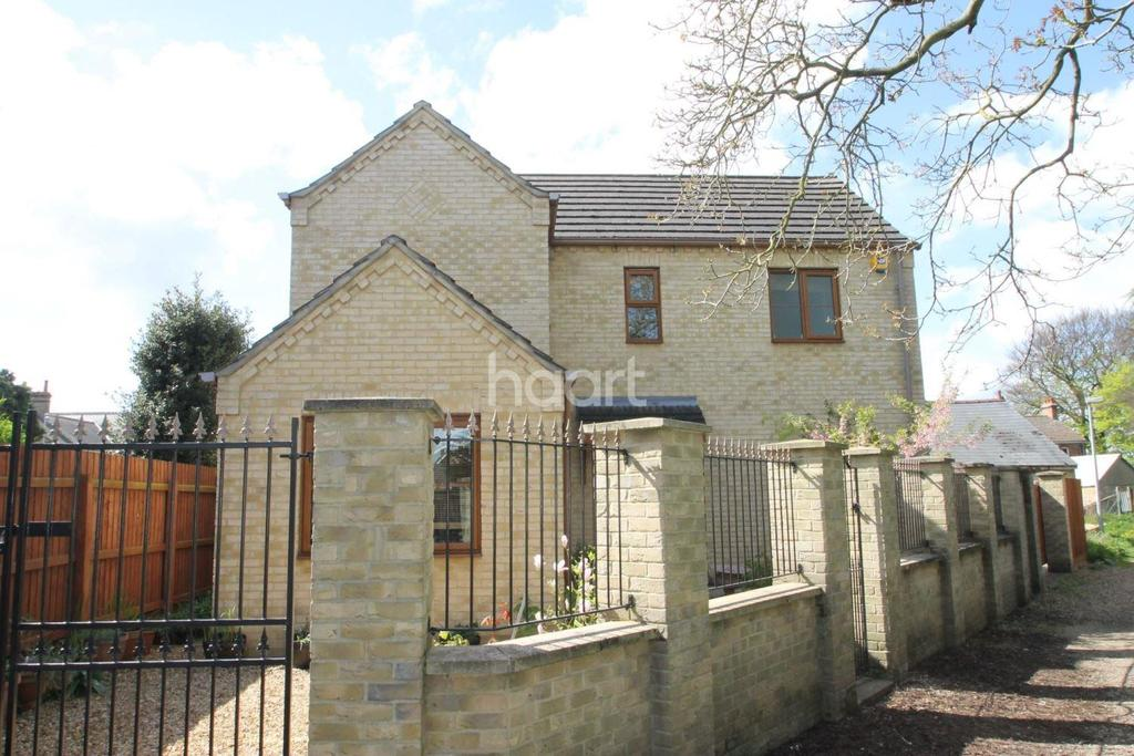 4 Bedrooms Detached House for sale in Clarence Road, Wisbech