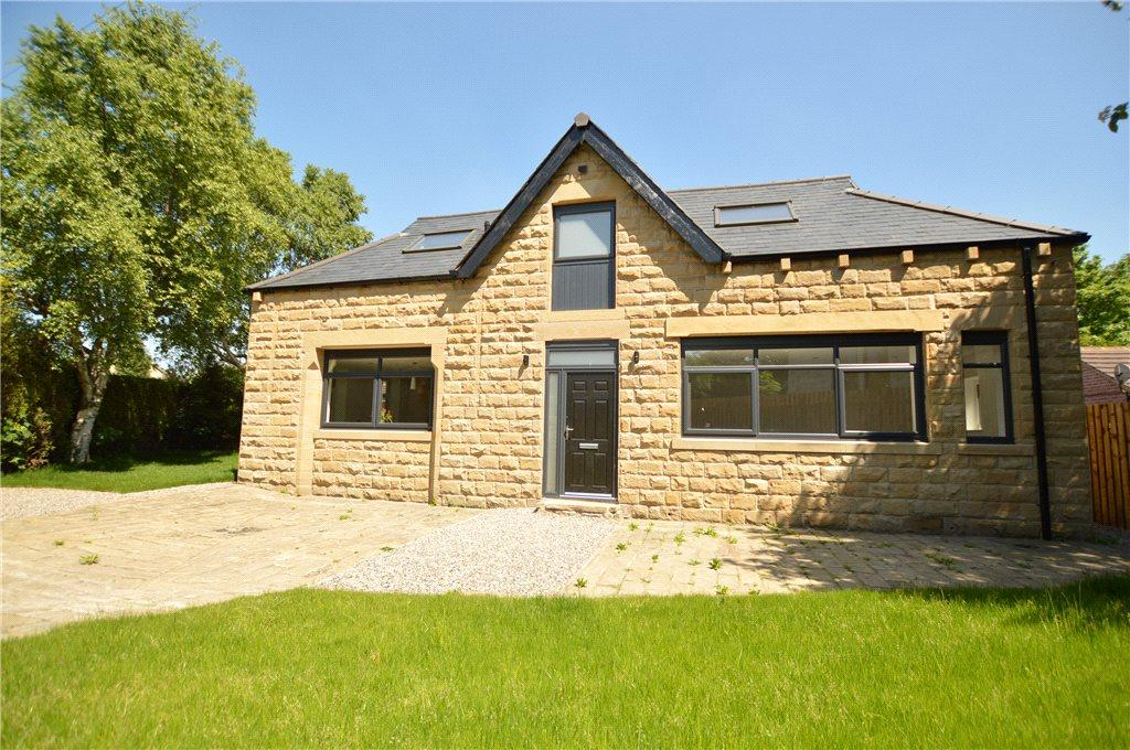 3 Bedrooms Detached House for sale in The Coach House, Britannia Road, Morley, Leeds