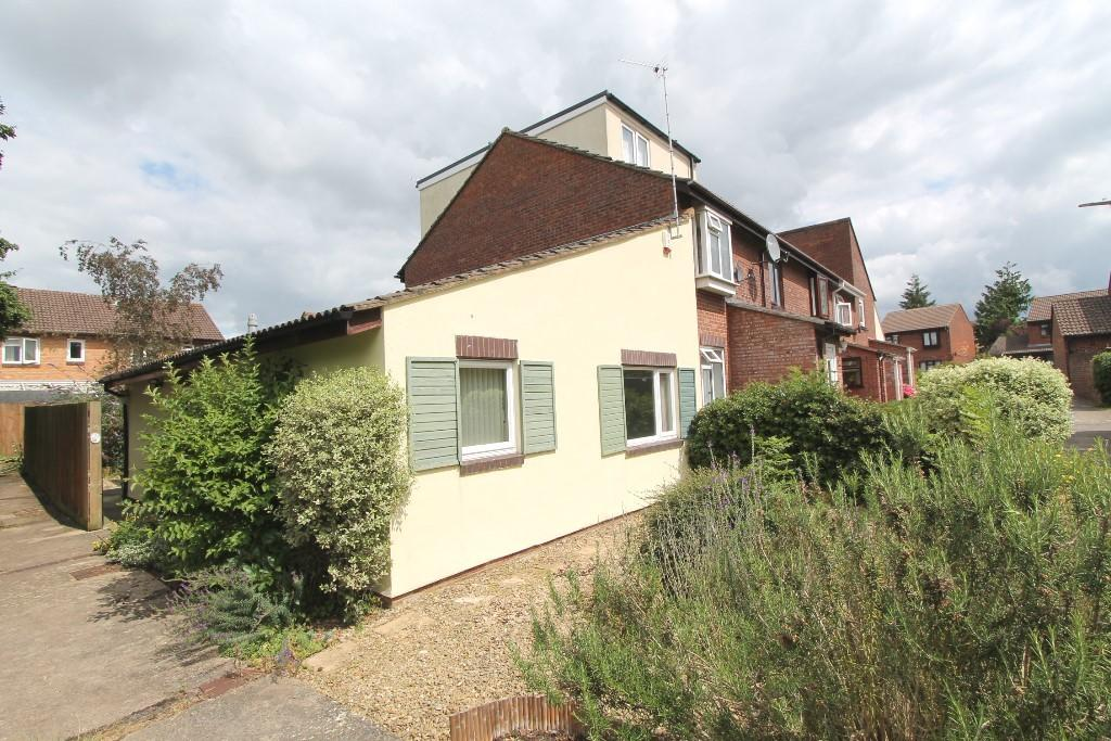 2 Bedrooms Terraced Bungalow for sale in Laburnum Close, Frome