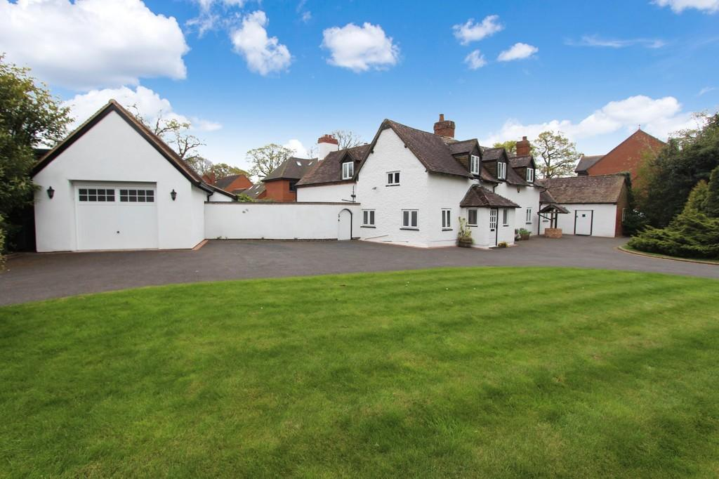 4 Bedrooms Detached House for sale in Four Ashes Road, Dorridge