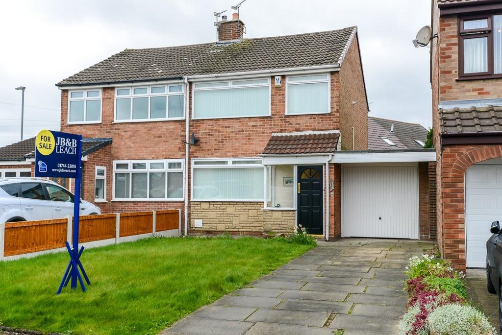 3 Bedrooms Semi Detached House for sale in Selkirk Drive, Eccleston