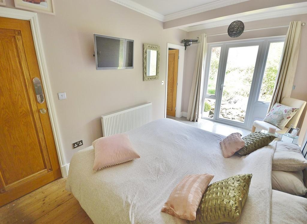 Whitby close cheadle 2 bed detached bungalow 300 000 The master bedroom whitby