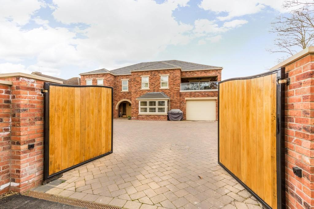5 Bedrooms Detached House for sale in Lincoln Road, Skellingthorpe, Lincoln