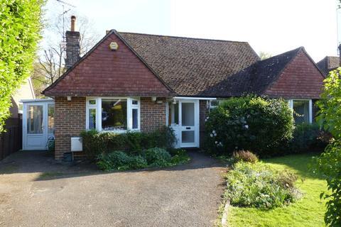 2 bedroom detached bungalow to rent - The Drive, Cranleigh