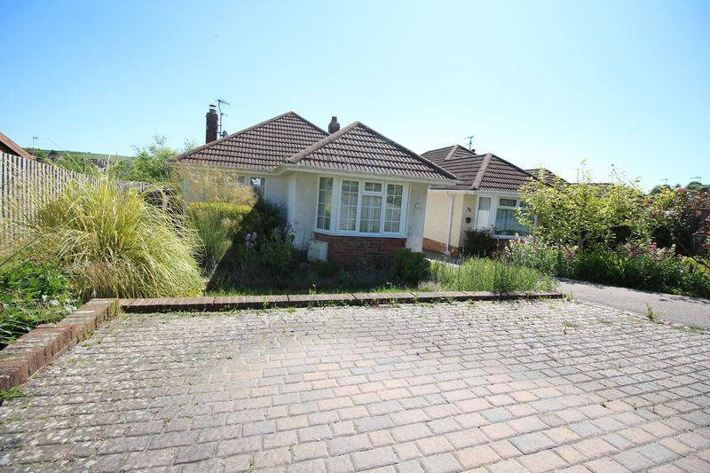 2 Bedrooms Detached Bungalow for sale in Oakdene Crescent, Mile Oak, Portslade, Brighton
