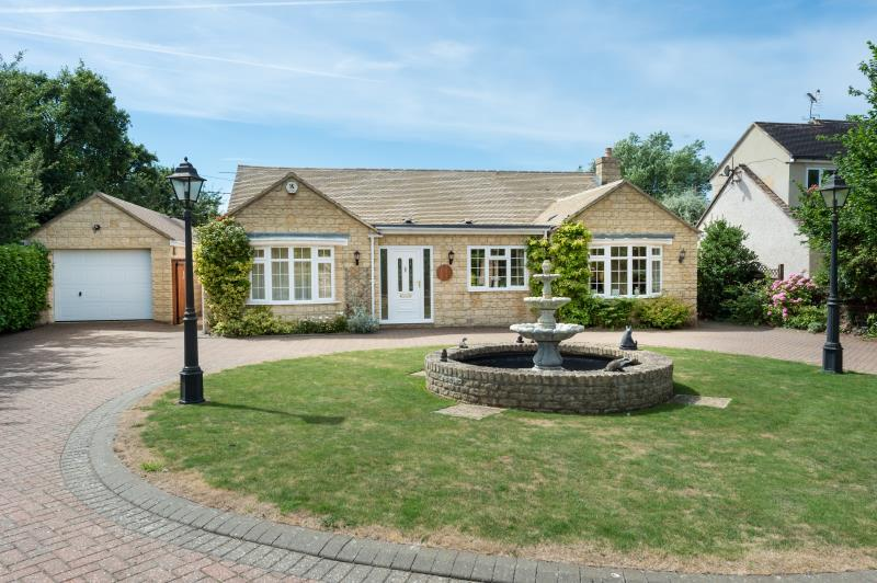 3 Bedrooms Detached House for sale in The Willows, Aston Road, Bampton, Oxfordshire