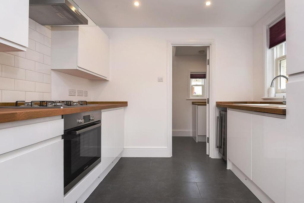 2 Bedrooms Maisonette Flat for sale in Meadowcourt Road, Blackheath, SE3
