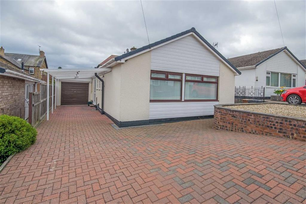2 Bedrooms Detached Bungalow for sale in Oakwood Close, Mold
