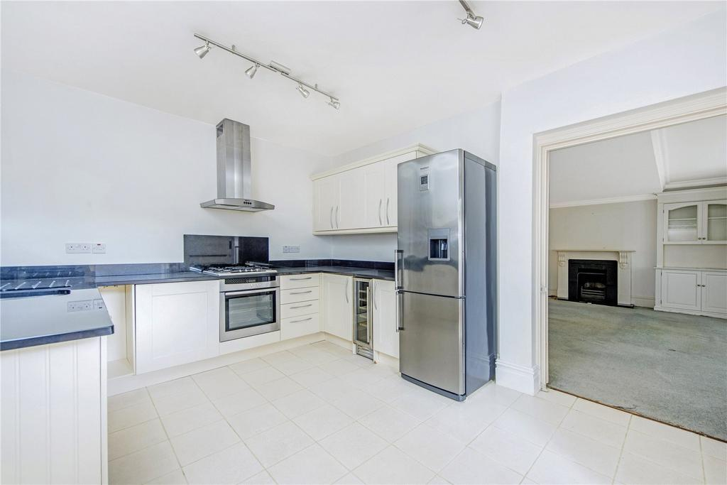 2 Bedrooms Flat for sale in The Grange, London, SW19
