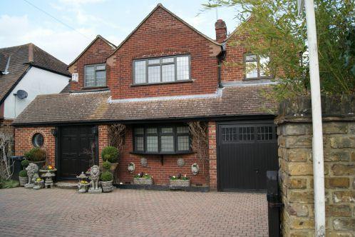 4 Bedrooms Detached House for sale in Burnham Lane, Burnham