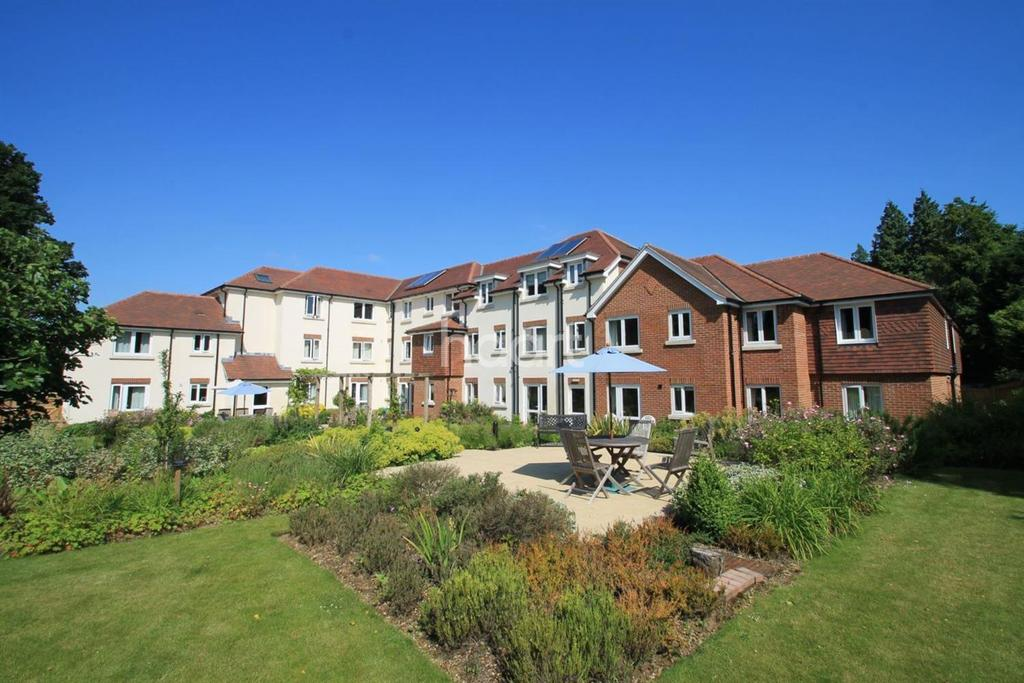 1 Bedroom Flat for sale in Headley Road, Grayshott, Hndhead, Surrey.