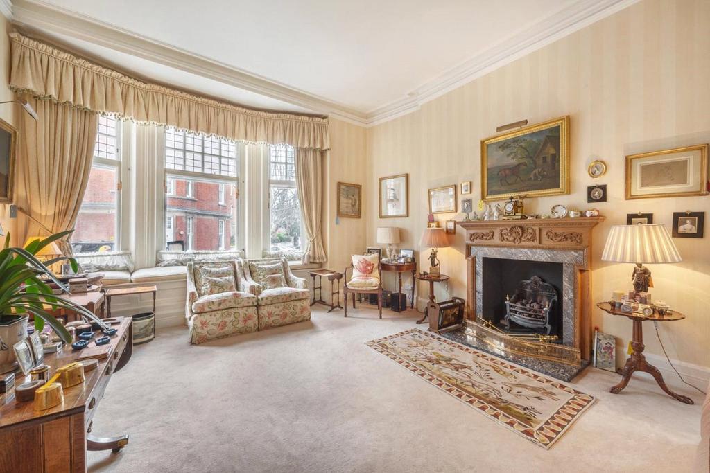 3 Bedrooms Maisonette Flat for sale in Embankment Gardens, Chelsea, London, SW3