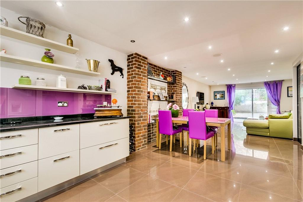 2 Bedrooms Flat for sale in Matthew Court, Dawes Road, Fulham, London, SW6