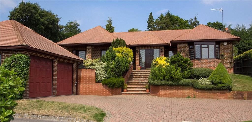 4 Bedrooms Bungalow for sale in Woodcote, Guildford, Surrey, GU2
