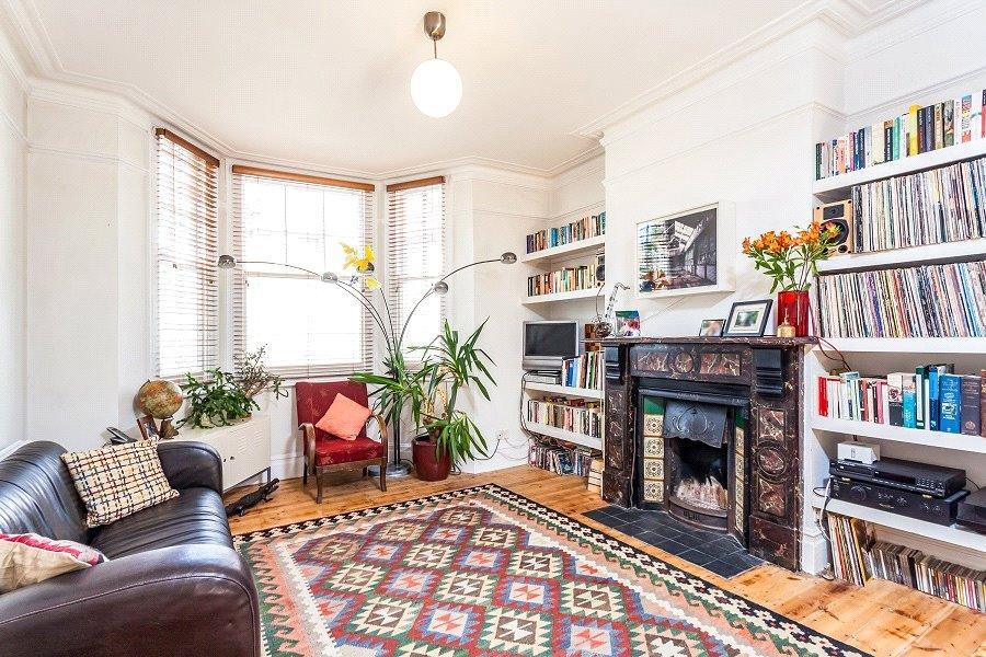 2 Bedrooms Flat for sale in Widdenham Road, Holloway, London, N7