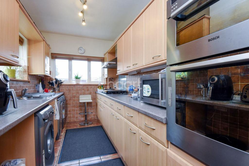 5 Bedrooms Semi Detached House for sale in Kitchener Road, Thornton Heath. CR7