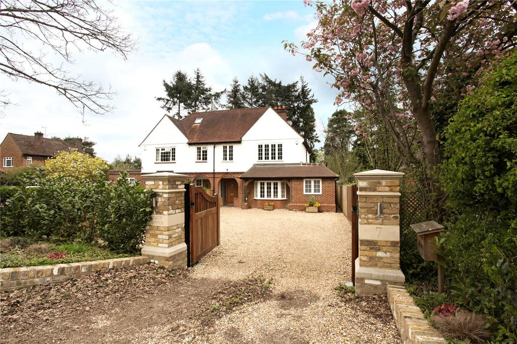 3 Bedrooms Semi Detached House for sale in Crooksbury Road, Farnham, Surrey, GU10
