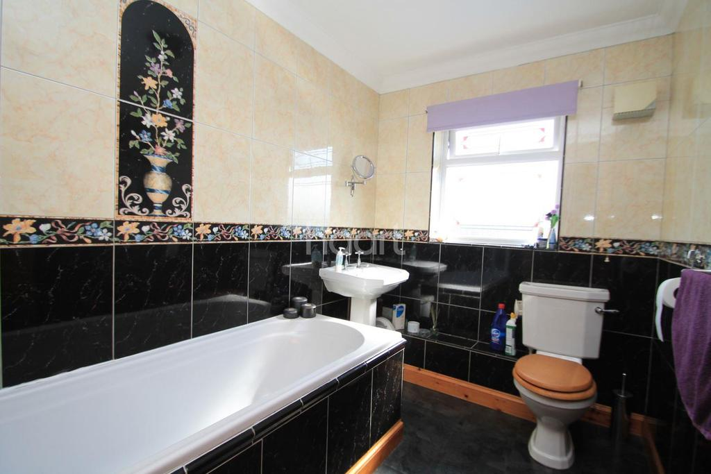 4 Bedrooms Detached House for sale in Chequers Lodge, Plough Road