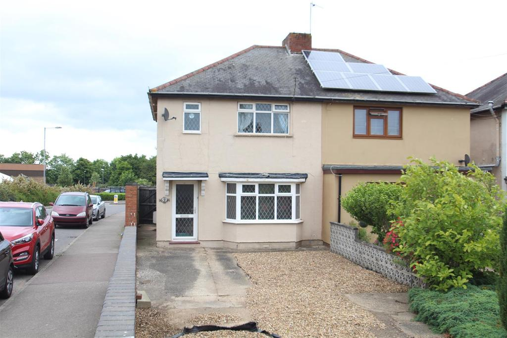 3 Bedrooms Semi Detached House for sale in Towcester Road, Old Stratford, Milton Keynes