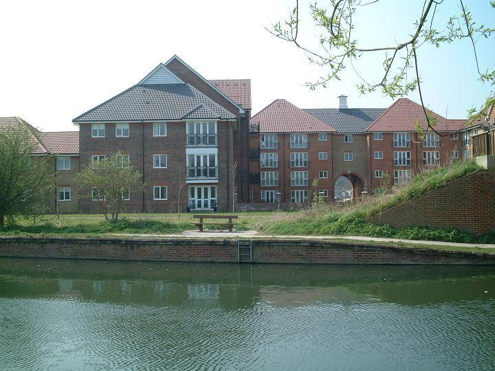 3 Bedrooms Apartment Flat for sale in Quick sale! Sommers Court, Crane Mead, Ware
