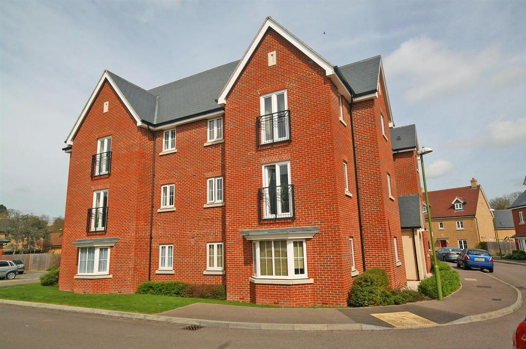 2 Bedrooms Apartment Flat for sale in Sanville Gardens, Stanstead Abbotts, Ware