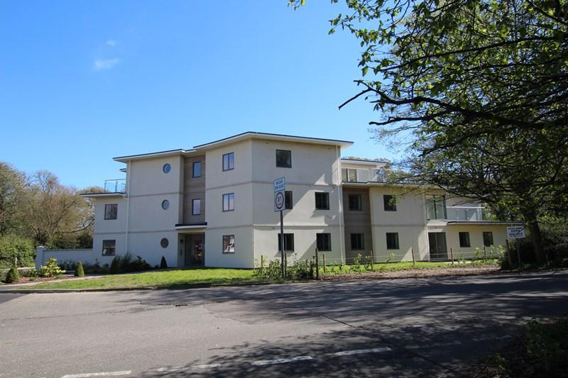 1 Bedroom Flat for sale in Central Avenue, Frinton-On-Sea