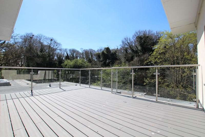 3 Bedrooms Flat for sale in Central Avenue, Frinton-On-Sea