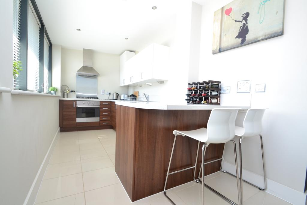 2 Bedrooms Flat for sale in Lee High Road London SE13