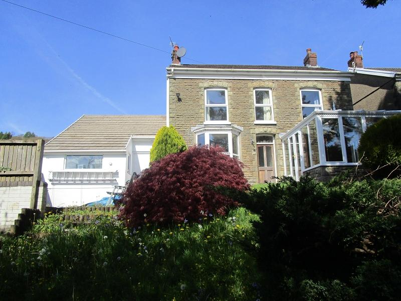 4 Bedrooms Detached House for sale in Pentwyn Road, Ystalyfera, Swansea.